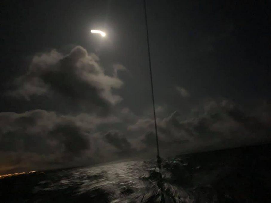 怪しい夜空の回航
