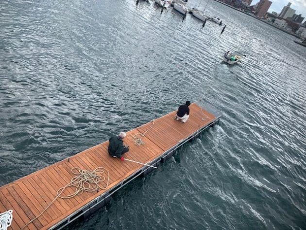 桟橋には増田さんと水野さんが乗り込み??