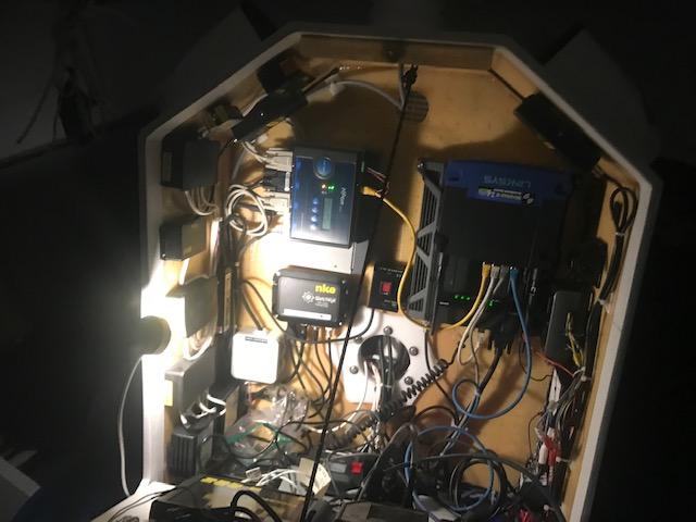 深夜の電気作業