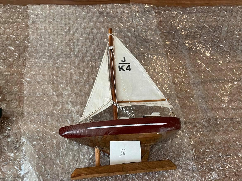 ロリアンのエリック・タバリ海洋博物館/Cite de la voile eric tabarlyで購入したヨットの置物